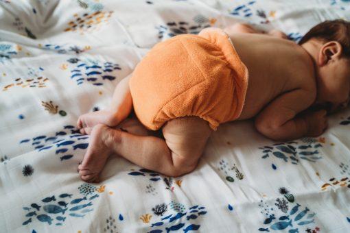 Ultrafit mini oranje (Wasbare luier vast gelegd door VI-Photography in opdracht van de Billenboetiek te Utrecht).jpg